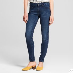 Universal Thread High Rise Skinny med wash 12